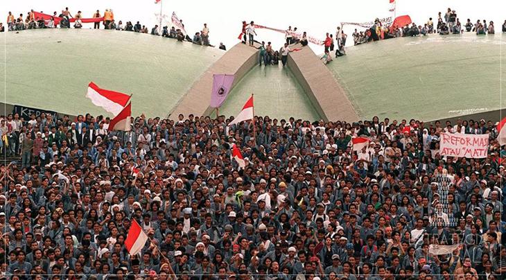 Hoje na história: revolta liderada por estudantes derruba ditador apoiado pelo imperialismo, na Indonésia