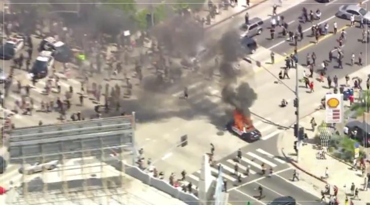 Los Angeles declara toque de recolher após protestos pelo assassinato de George Floyd saírem do controle  (VÍDEOS)