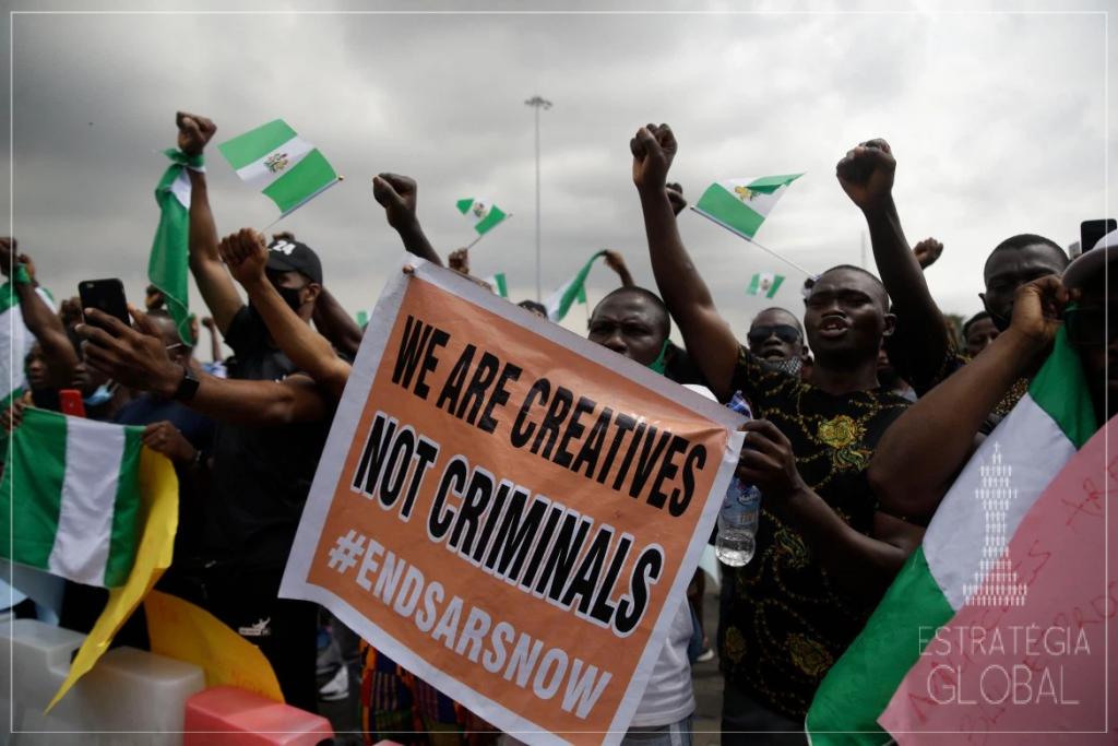 Os protestos #EndSARS continuam nas cidades nigerianas. Lagos e Abuja concentram a maioria das manifestações, chegando a ter algumas de suas estradas fechadas.
