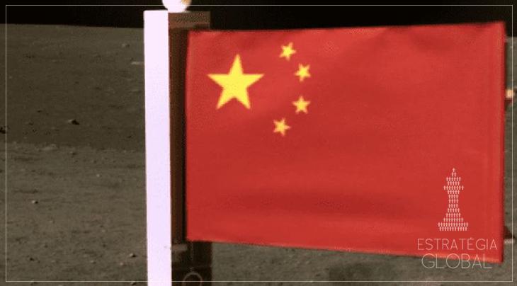 China hasteia sua bandeira na lua